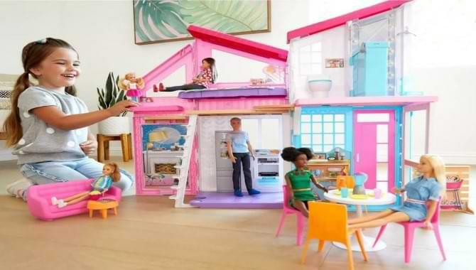 Do Toddlers Play With Barbies? Let's Go To Know From Kids Toy Expert!
